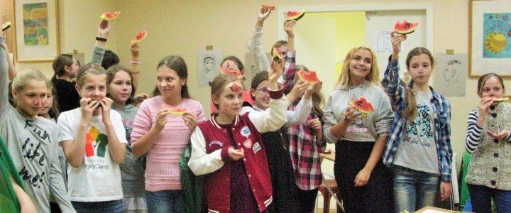 Король Карандаш и королева Кисточка провели посвящение в «Юные художники»