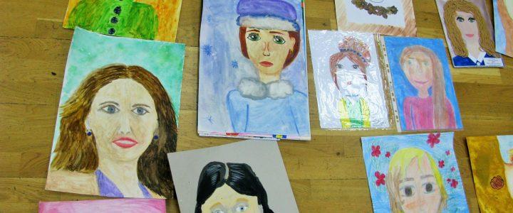 254 обучающихся стали участниками конкурса портрета «Моя любимая мама»